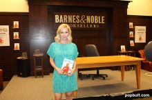Jennie Garth Book Launching Deep Thoughts of a Hollywood Blonde